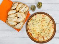 Promo - 12 empanadas + pizza muzzarella grande a la piedra