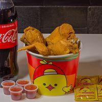 Balde 8 presas de pollo surtidas + Coca Cola 2 L