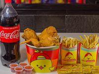 Combo - Balde 8 presas de pollo surtidas + 2 papas grandes o arroz grande + Coca Cola 2 L