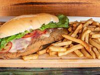 Super sándwich milanesa completa con papas fritas