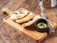 Pan de la casa con mantequilla de hongos porcini