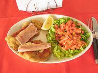 Milanesa de ternera napolitana con ensalada