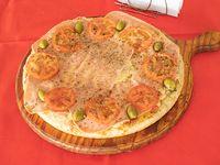 Pizza de jamón y tomates