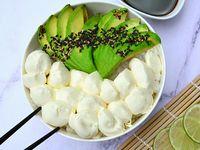 Ensalada de sushi con palta y queso Phialdelphia