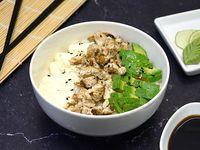 Chirashi salad pollo, palta y phila