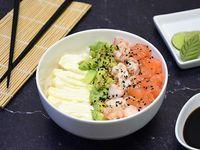 Chirashi salad salmón, langostinos, palta y phila