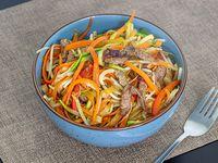 Pad thai con carne de res