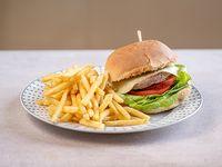 Hamburguesa clásica con papas fritas