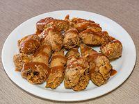 Combo de alitas picantes - 10 alitas de pollo picantes, 2 acompañamientos a elección