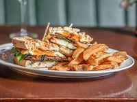 Sandwich de vegetales gratinados