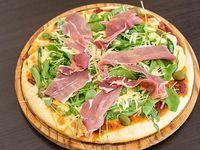 Pizza rúcula, parmesano y jamón crudo