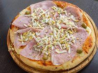 Pizza con jamón y huevo