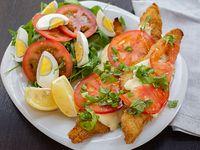 Filet de Merluza Capresse con ensalada de tres ingredientes (para compartir)