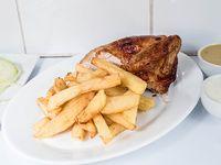 Promo - 1/4 Pollo + papas fritas mediana (400 gr) + ensalada mixta individual (lechuga, tomate, pepino y zanahoria) + porción de cremas (vinagreta y aji polleria)
