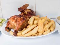 Promo - 1/2 pollo + papas fritas mediana (400 gr) + ensalada mixta para 2 personas (lechuga, tomate, pepino y zanahoria) + porción de cremas (vinagreta y aji polleria)