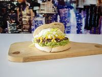 Sándwich vegetariano palta, choclo, champignon, lechuga y mayonesa