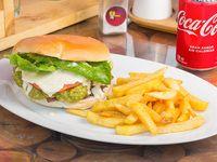 Promo - Churrasco con lechuga, tomate y mayonesa + porción de papas fritas + bebida en lata