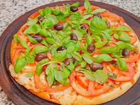 Pizza con albahaca, muzzarella y tomate chica