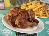 Pollo entero + 1/2 kg de papas + bebida 1.5 L
