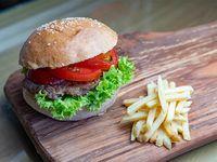 Mix granjera burger con papas fritas