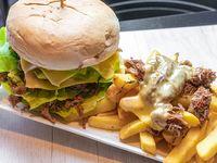 Sándwich de mechada + mix de verde + papas fritas