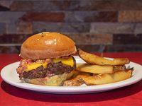 Burger de carne con papas rústicas