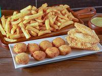Papas fritas medianas 500 g + 4 nuggets + 6 empanadas de queso + 1 salsa
