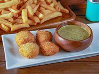 Papas fritas medianas 500 g + 4 nuggets + 1 salsa