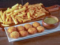 Papas fritas medianas 500 g + 8 nuggets + 1 salsa
