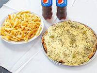 Promo - Pizzanesa clásica o fugazzeta mediana con papas fritas + 2 gaseosa de 500 ml