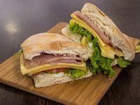 Sándwich de jamón y queso completo