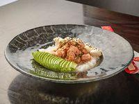 Grilled salmón sushi salad