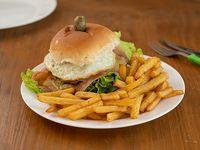Hamburguesa completo con papas fritas