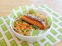 Wok con salmón a la plancha