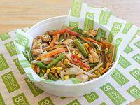 Wok con pollo y vegetales