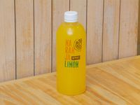 Jugo de naranja. limón y menta