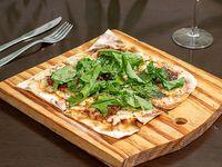 Pizza con rúcula y tomates secos