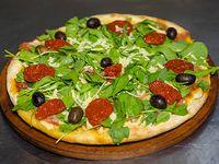 Pizza con rúcula y jamón crudo