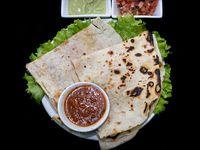 Quesadillas + Nachos con Salsas
