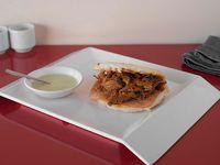 Arepa con carne Desmechada Especial