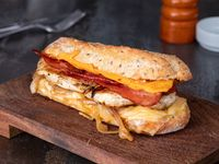 Sándwich todo poderoso caliente