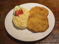 Milanesa de lomo con batatas fritas