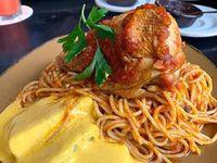 Tallarín con pollo y papas a la huancaina