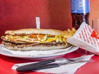 Promo - Sándwich de lomito + papas fritas + gaseosa línea Pepsi 500 ml