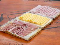Promo -1/4  jamón crudo Los Calvos + 1/4  jamón cocido Bocatti + 1/4 queso Verónica