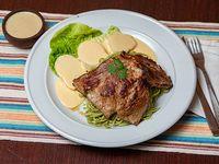 Tallarín verde con bistec o pollo