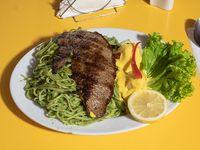 Tallarines verdes con bistec