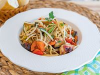 Spaghetti con pollo y wok de vegetales