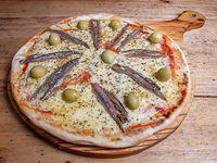 Pizza con mozzarella y anchoas