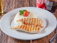 Almuerzo - Pollo grille con arroz Le Fournil + bebida linea Coca-Cola 350 ml